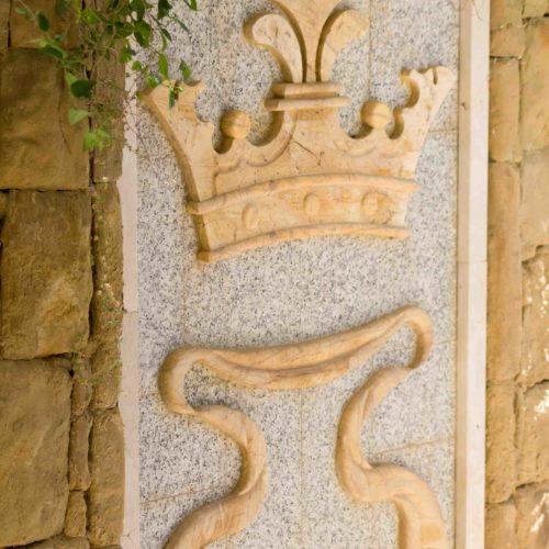 Escudo granito y amarillo Macael